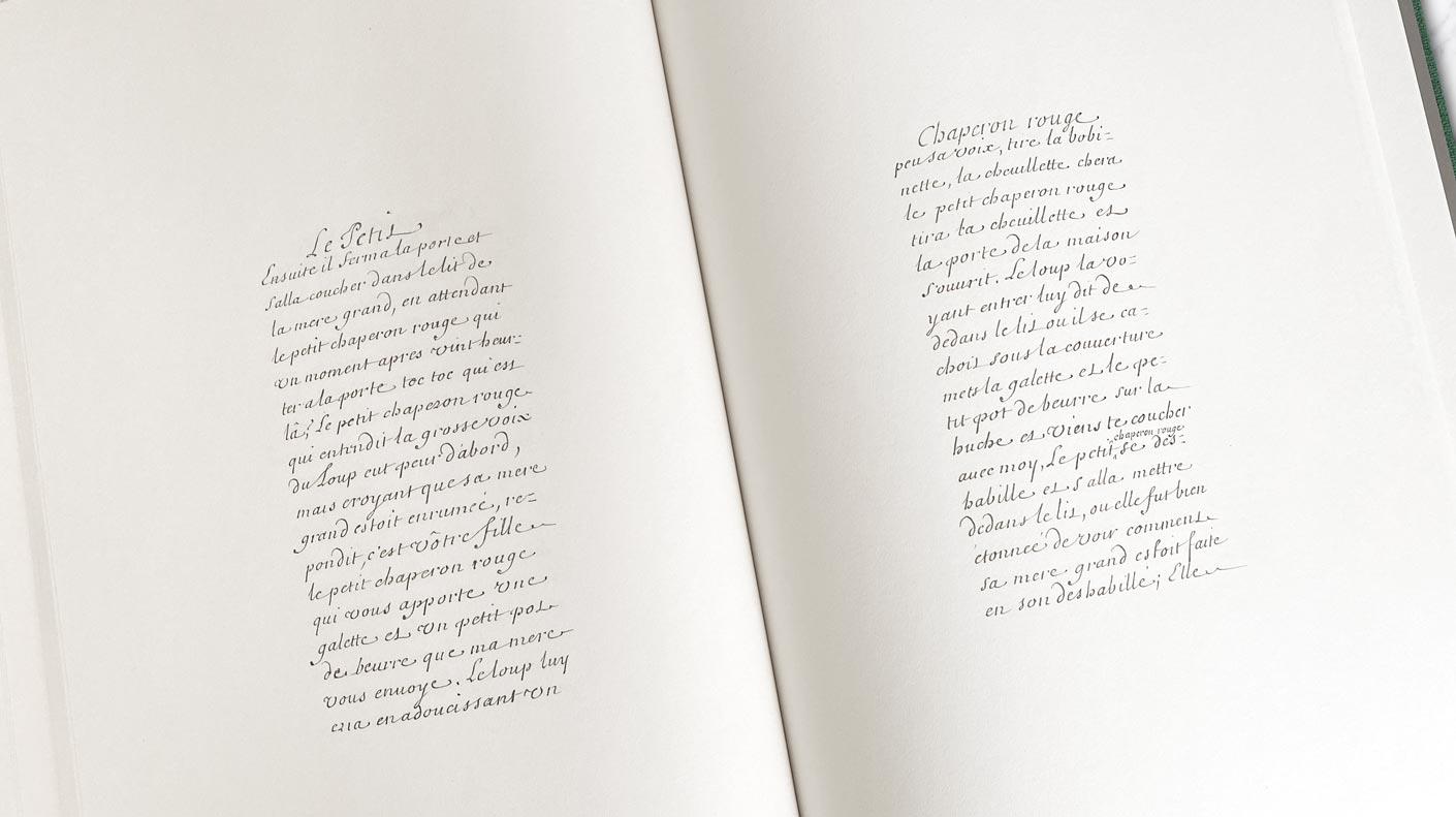 Le livre du manuscrit des Contes Perrault