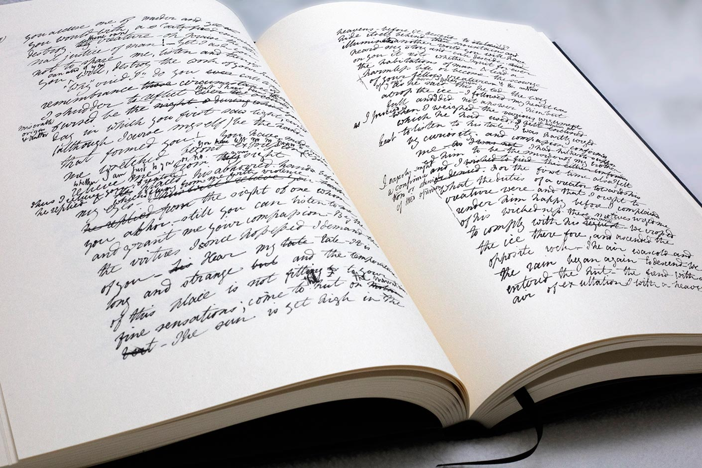 le manuscrit original de Frankenstein de Mary Shelley - livre ouvert